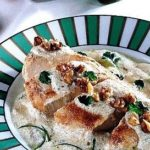 Petto di pollo con yogurt e noci